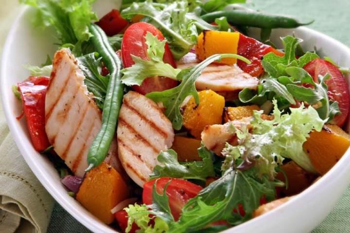 Ensalada de pollo lechuga durazno tomate y lim n - Ensaladas gourmet faciles ...